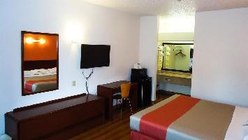 Hotel Motel 6 Covington Tn