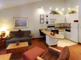 Hotel Cresthill Suites Wichita