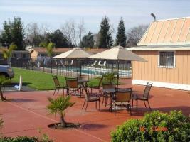 Hotel Tri Valley Inn & Suites