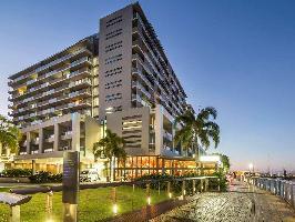 Hotel Cairns Harbour Lights