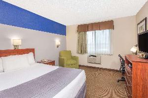 Hotel Baymont By Wyndham Dubuque
