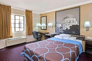 Hotel Super 8 By Wyndham Hollywood/la Area