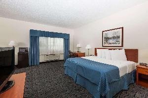 Hotel Baymont By Wyndham Des Moines Airport