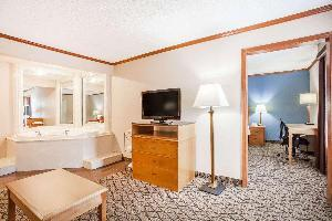 Hotel Baymont By Wyndham Madison Heights Detroit Area