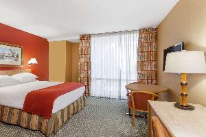 Howard Johnson By Wyndham Anaheim Hotel Water Pl