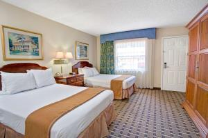 Hotel Howard Johnson Express Inn & Suites Lakefront Park