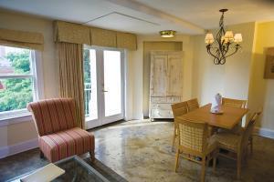 Hotel Riverside Suites