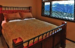 Hotel Glacier Mountaineer Lodge At Kicking Horse - Guest Room (1 King Bed)