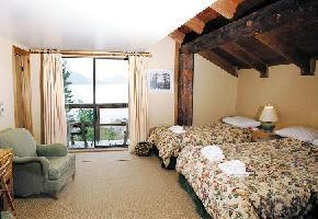 Hotel Strathcona Park Lodge - Lakeview Room (1 Queen)