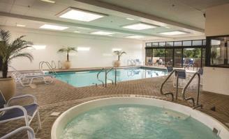 Doubletree Hotel Chicago - Oak Brook
