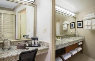 Hotel Doubletree By Hilton Miami Airport