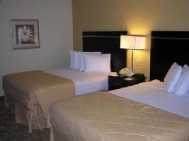 Hotel Clarion Inn And Suites Int Dr