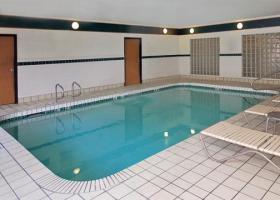 Hotel Comfort Suites At Metro Center
