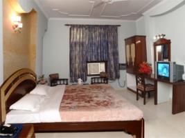 Hotel Regale Inn