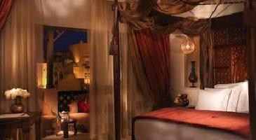Hotel Sharq Village & Spa