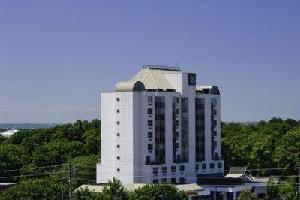 Quality Suites Oakville Hotel
