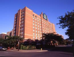 Hotel Quality Suites Downtown