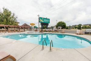 Hotel Quality Inn & Suites At Dollywood Lane
