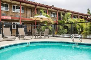 Hotel Econo Lodge Inn & Suites Near Legoland
