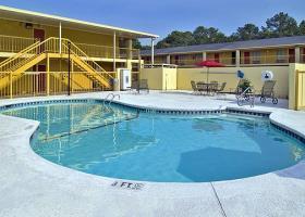 Hotel Econo Lodge Inn & Suites At Ft. Benning
