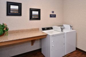 Hotel Comfort Suites Airport