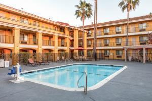 Hotel Comfort Inn & Suites Near Folsom Lake