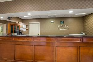 Hotel Quality Inn & Suites Hanes Mall