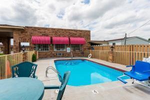 Hotel Econo Lodge & Suites