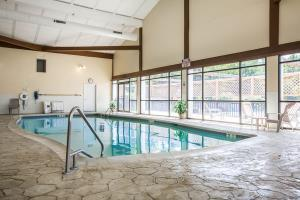 Hotel Clarion Inn & Suites At The Outlets Of Lake George