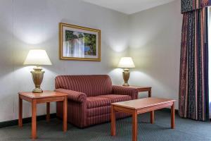 Hotel Econo Lodge & Suites
