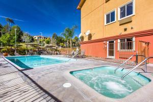 Hotel Comfort Suites Near Six Flags Magic Mountain