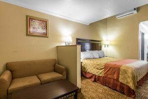 Hotel Econo Lodge Inn & Suites Fallbrook Downtown
