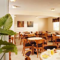 Hotel Whispering Hills Inn
