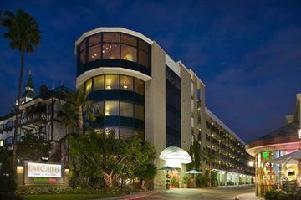 Hotel Carousel Inn & Suites