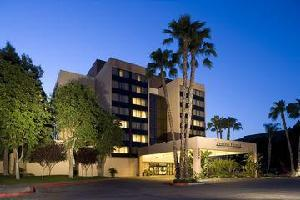 Hotel Doubletree By Hilton Fresno Convention Center