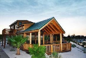 Hotel Pirate Cove Resort & Marina