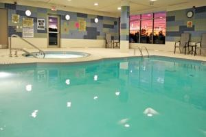 Holiday Inn Express Hotel & Suites Vaughan Southwest