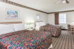 Hotel Days Inn & Suites Huntsville