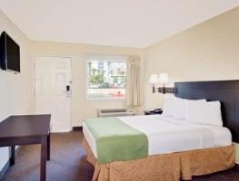 Hotel Howard Johnson On East Tropicana, Las Vegas Near T