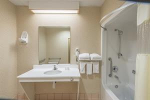 Hotel Baymont Inn & Suites Of Manchester & Hartford Ct