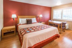 Hotel Super 8 Pasadena/la Area