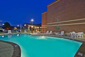 Hotel Baymont Inn & Suites Knoxville/cedar Bluff