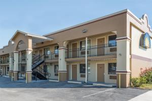 Hotel Days Inn - San Marcos