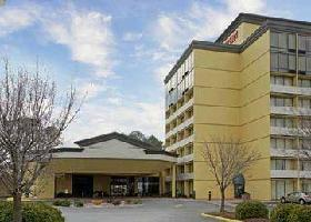 Hotel Clarion Inn & Suites By Hampton Convention Center