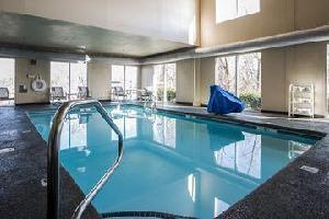 Hotel Quality Suites At Carolina Place Mall
