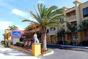 Hotel Hampton Inn - Suites St August