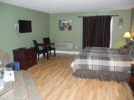 Hotel Canadas Best Value Inn & Suites