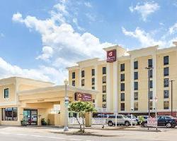 Hotel Clarion Inn & Suites Virginia Beach