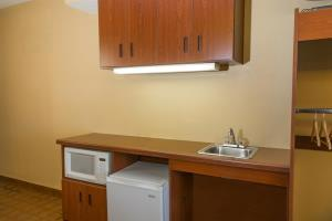 Hotel Microtel Inn & Suites By Wyndham Hillsborough