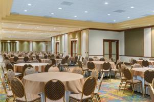 Hotel Embassy Suites By Hilton Dorado Del Mar Beach